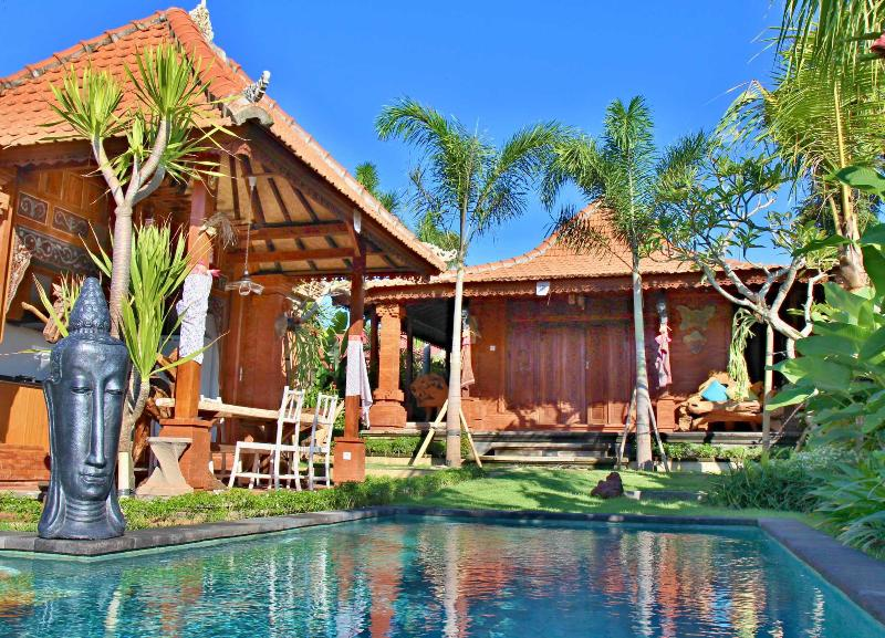 Luxury accomodation in Canggu 3 bedroom villa with private pool