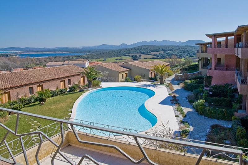 Complesso con piscina Il Fiordo, holiday rental in Santa Teresa Gallura