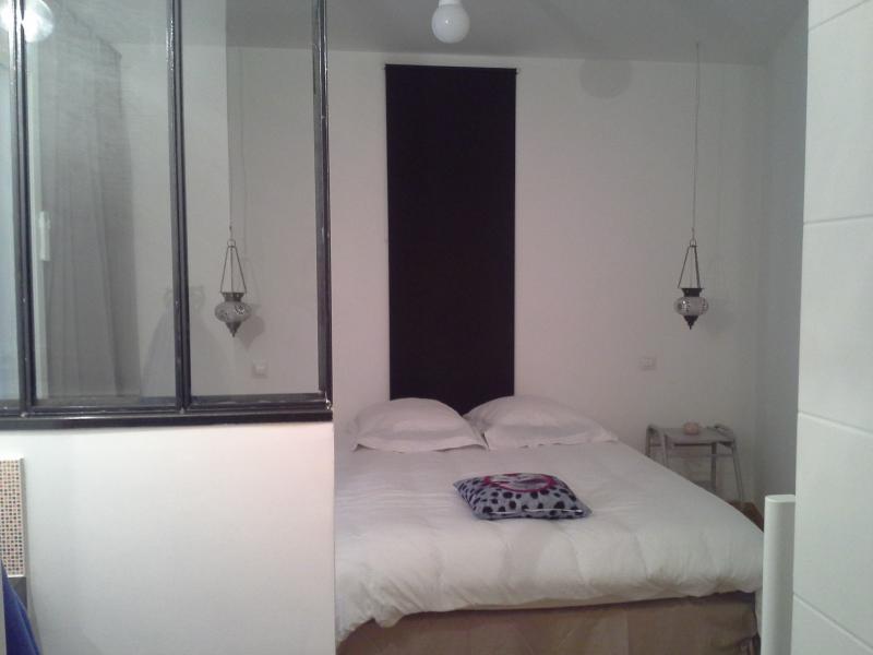 chambre parentale , salle d'eau avec grande douche à l'italienne et dressing