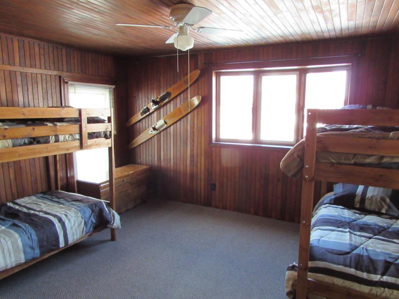 Chambre 4-2 lits superposés - 4 personnes