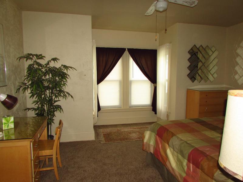 Chambre 2 - lit Queen-Size et tirez de canapé - 3 pers.