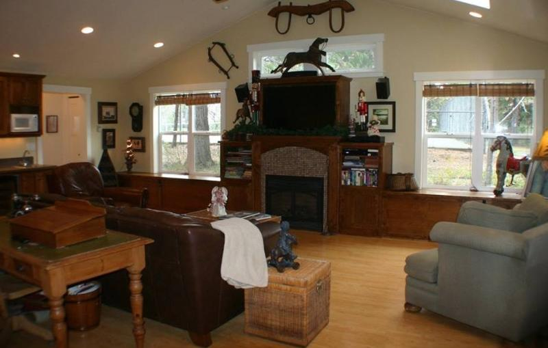 Family room with HD TV. Looking on to the Tennis, Basketball courts and pool.