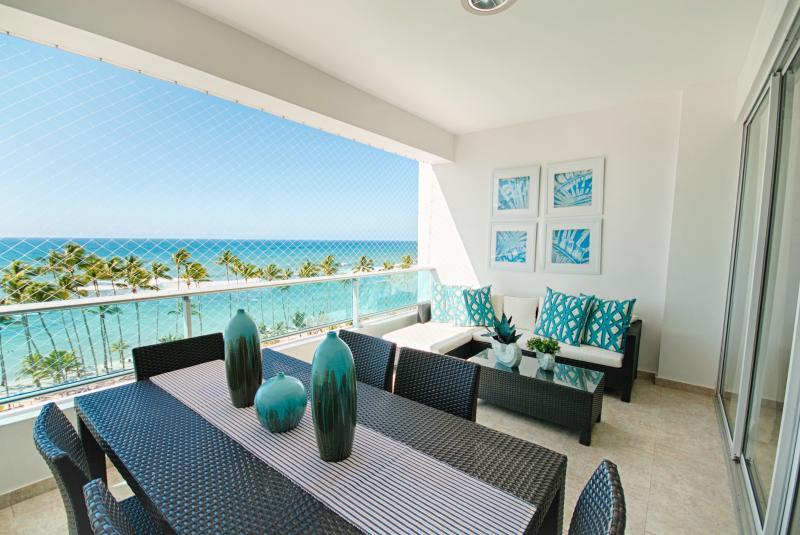 New ocean view apartment in Marbella, alquiler de vacaciones en Juan Dolio