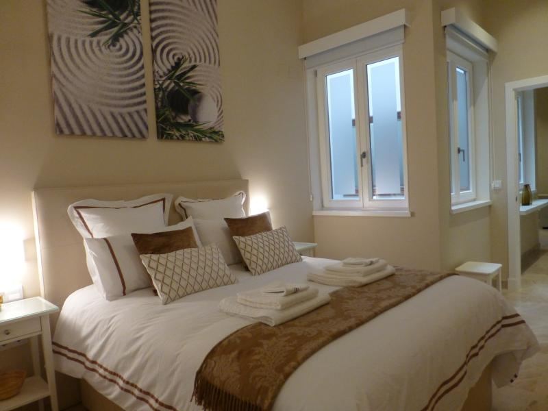 BEAUTIFULLY APPOINTED MASTER BEDROOM
