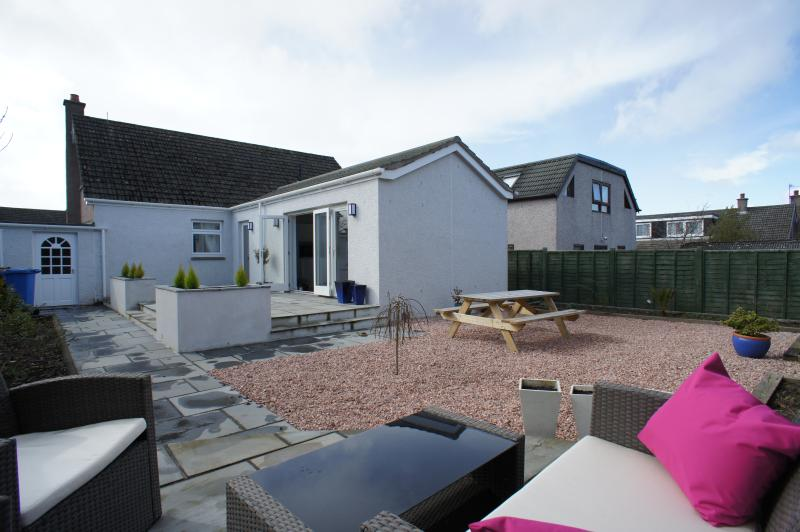 Beautiful outdoor area with picnic bench and seating area, fully enclosed so perfect for pets