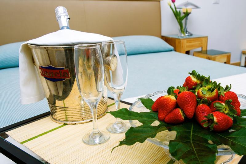 Suite matrimoniale con bagno privato, vasca idromassaggio e doccia emozionale