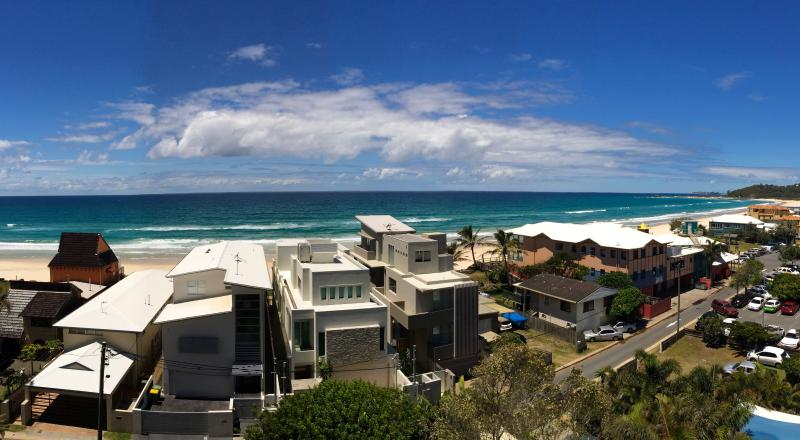 Looking out at the turquoise Pacific on a beautiful Gold Coast day!