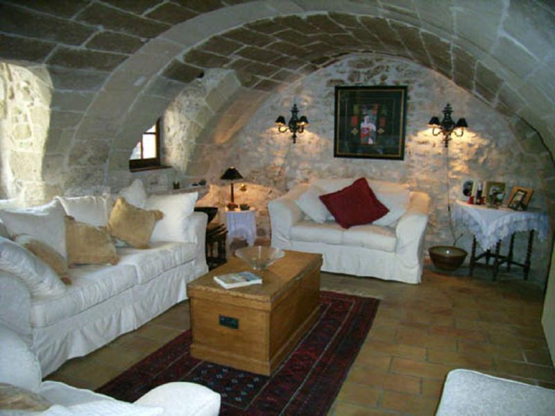 Characterful 17th Century village stone house Les Deux Cypres nr. Uzes/Gard, vacation rental in Uzes
