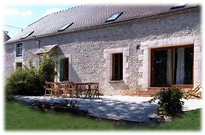 Very charming Burgundy Farmhouse in Countryside, location de vacances à Quincerot