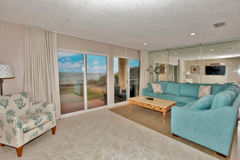 Living Area w/ Patio Access & Gorgeous Gulf Views