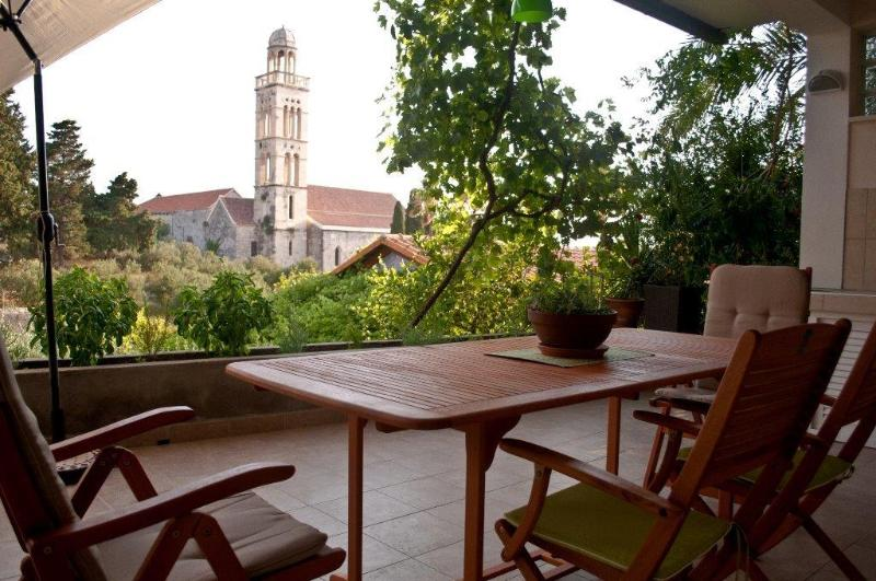 Apartment Dimos, vacation rental in Hvar