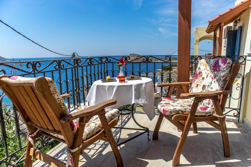 Large balcony/covered of the honeymoon with fantastic seaview and romantic sunsets