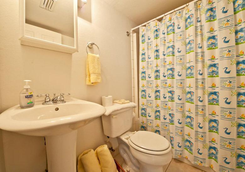 Tamaño cuarto de baño completo con bañera