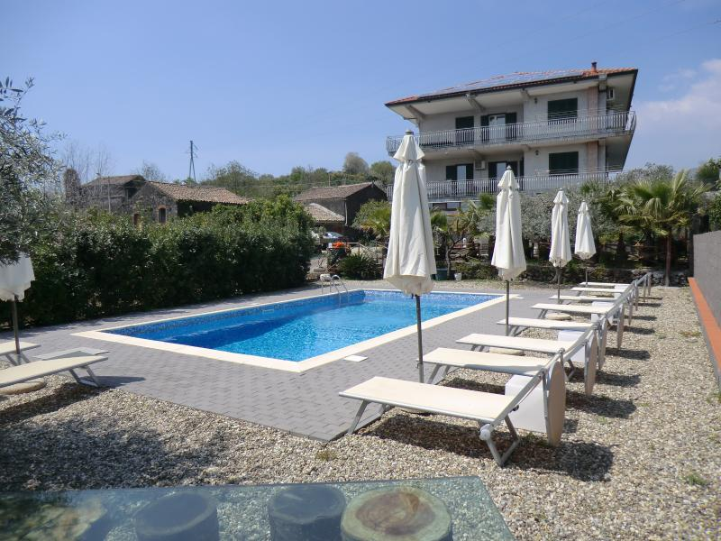 Villa Don Salvatore between Taormina and Catania on the slopes of Mount Etna, holiday rental in Pennisi
