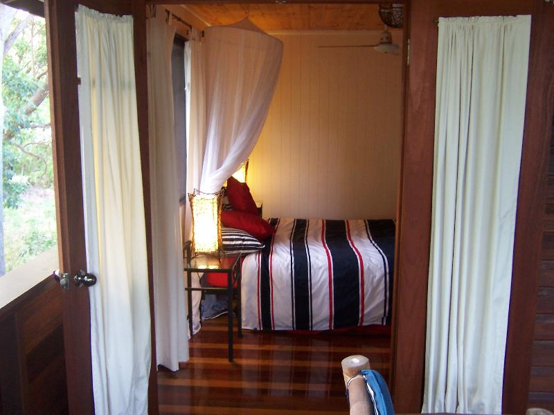 Walk to the beach 'The Green House', vacation rental in Gympie Region