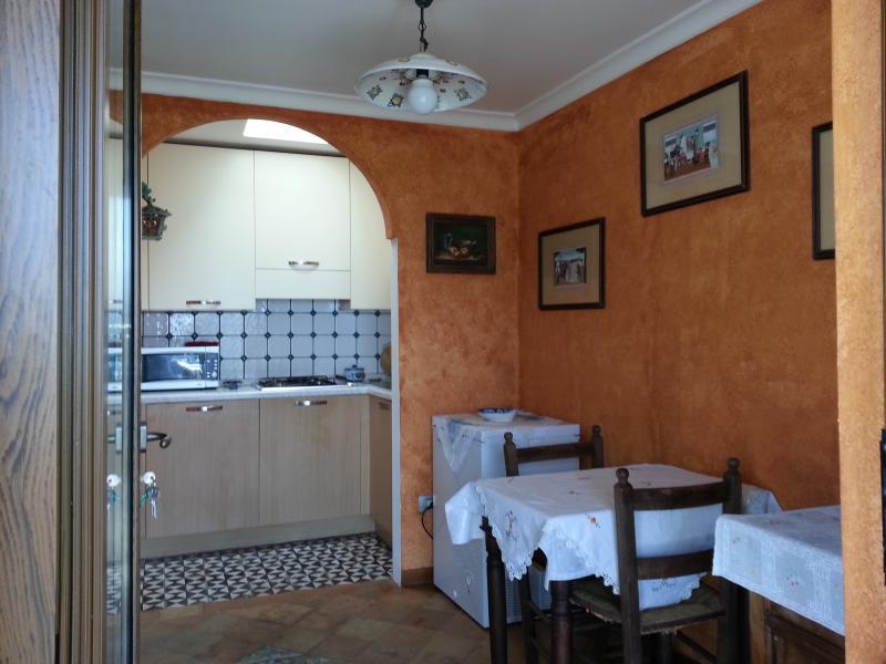 entrada para a mesa e cozinha