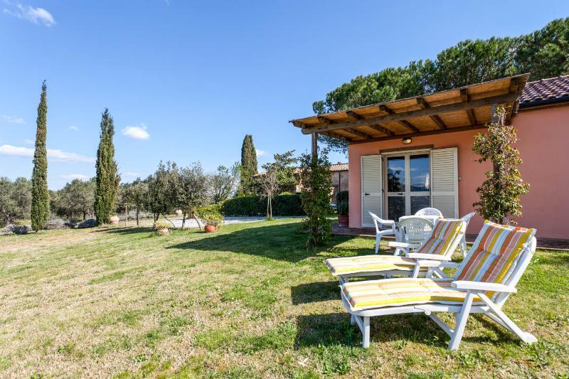 Agriturismo Il Polveraio, Casetta Lucia - Collina Toscana con vista sul mare, holiday rental in Montescudaio