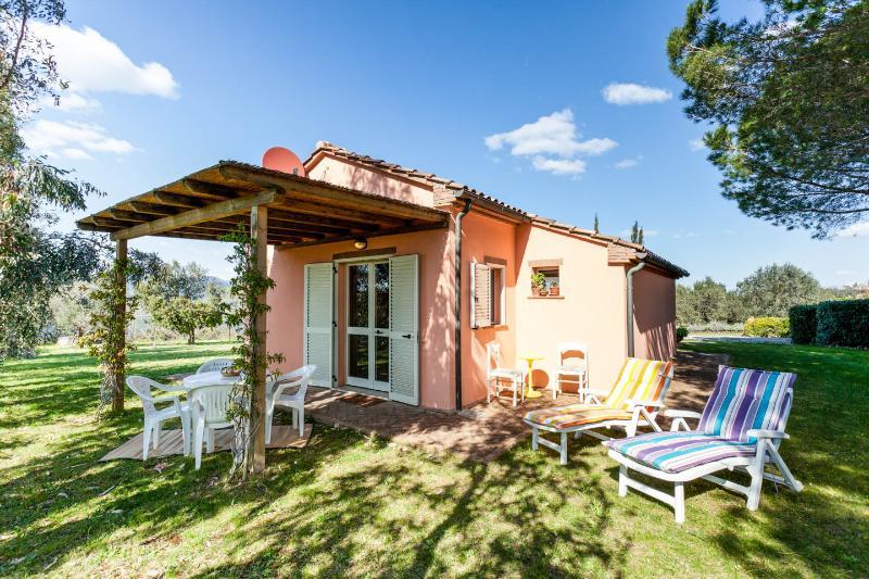 Agriturismo Il Polveraio, Casetta Marianna - Collina Toscana con vista sul mare, holiday rental in Montescudaio