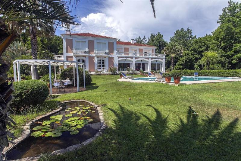 Luxurious villa with private pool and garden, holiday rental in Mugla