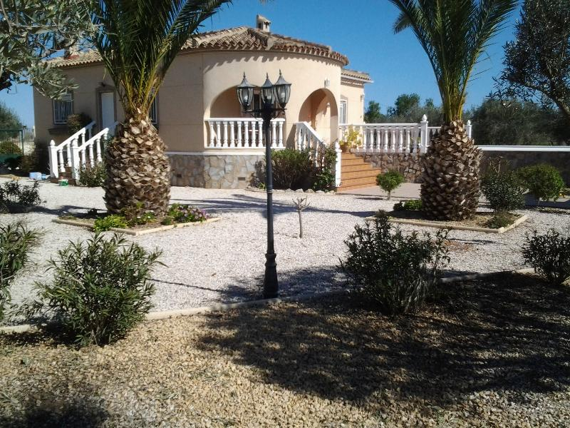 Beautiful country villa with outdoor kitchen and pool in peaceful surroundings 5 mins from town.