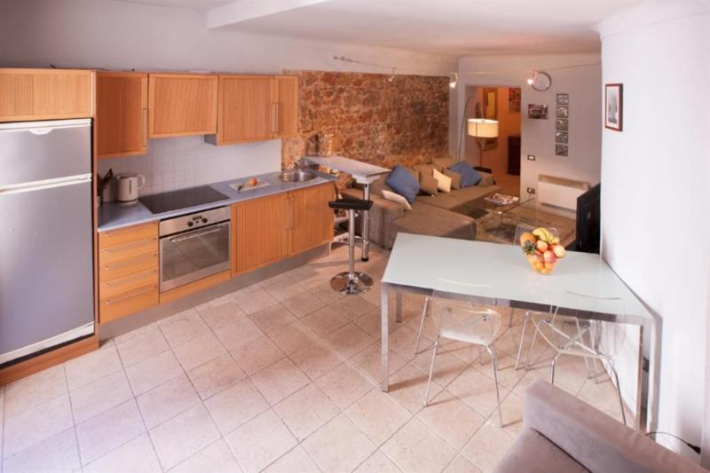Charming Apartment in Old Town of Cannes, vacation rental in Cannes