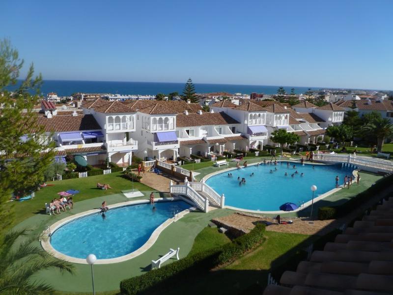 3 piscinas exteriores comunitarias