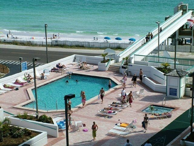 Pool and Skybridge to Beach
