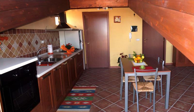 Elegante Monolocale Fantasy vicino Capo d'Orlando - WI-FI GRATUITO, vacation rental in Rocca di Capri Leone