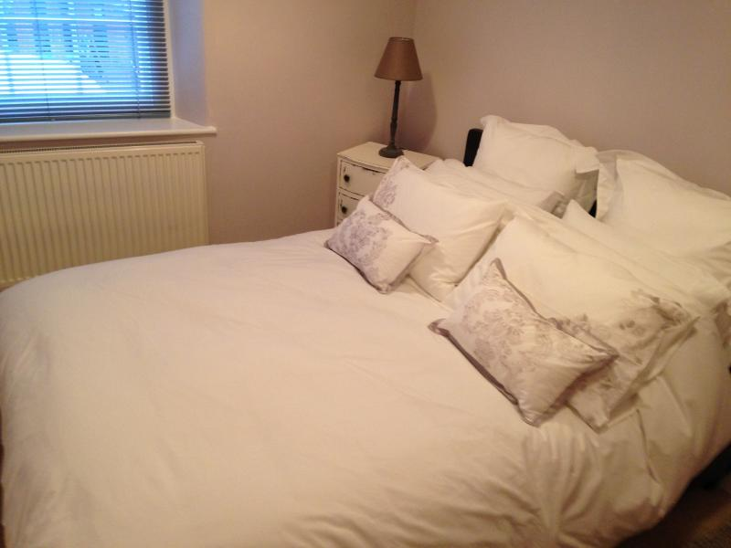 Bedroom…with 400 count Egyptian Cotton bedlinen