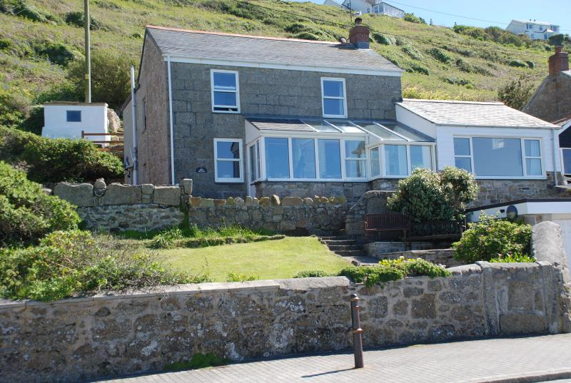 Rose Cottage is a detached house in the very heart of Sennen Cove