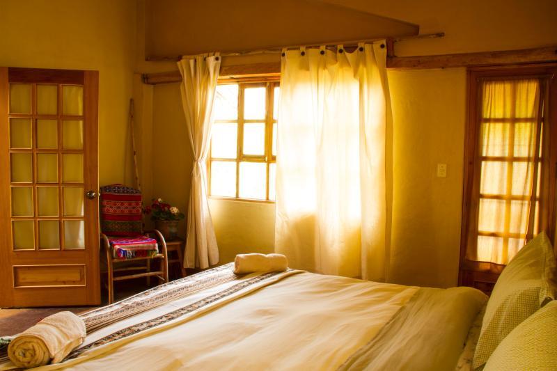 Rey dormitorio vista