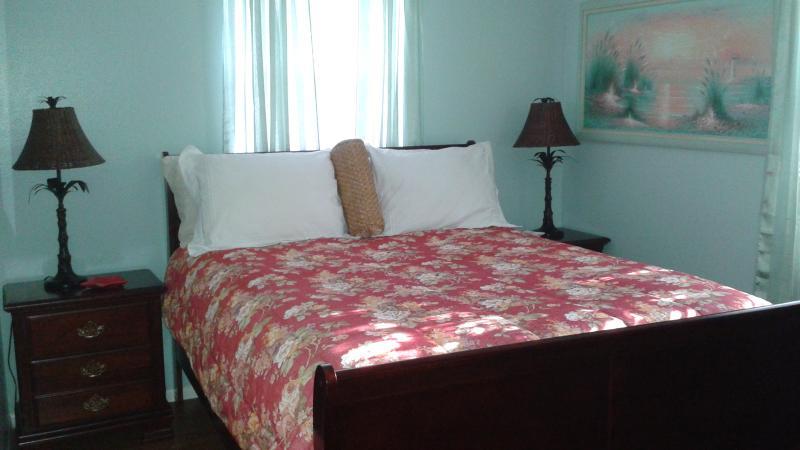 Second bedroom suite