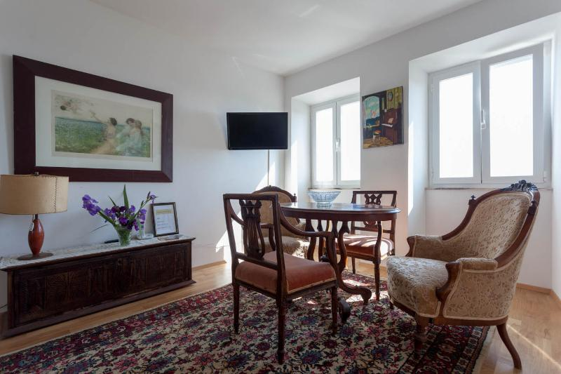 Living Room Alto - seating by windows