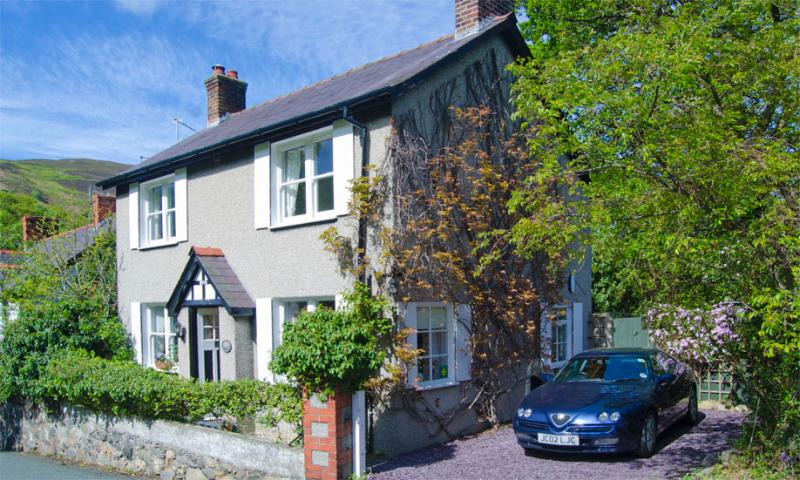 Wern Cottage, holiday rental in Rowen