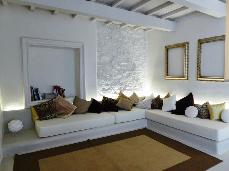 LOVELY VILLA IN THE COUNTRY WITH SWIMMING POOL, location de vacances à San Macario in Piano