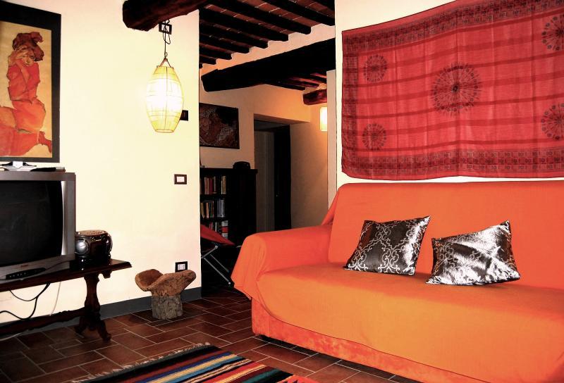 Il divano letto matrimoniale collocato in soggiorno