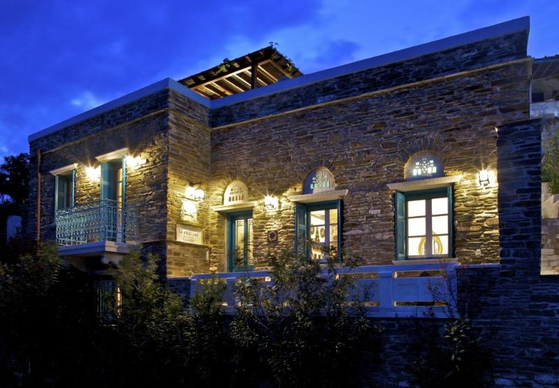 To Spiti Mas II - Artful Home with Sea View, vacation rental in Tinos
