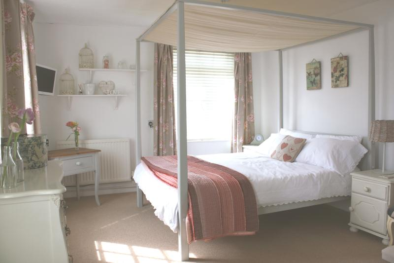 Relax in our king size four poster bed