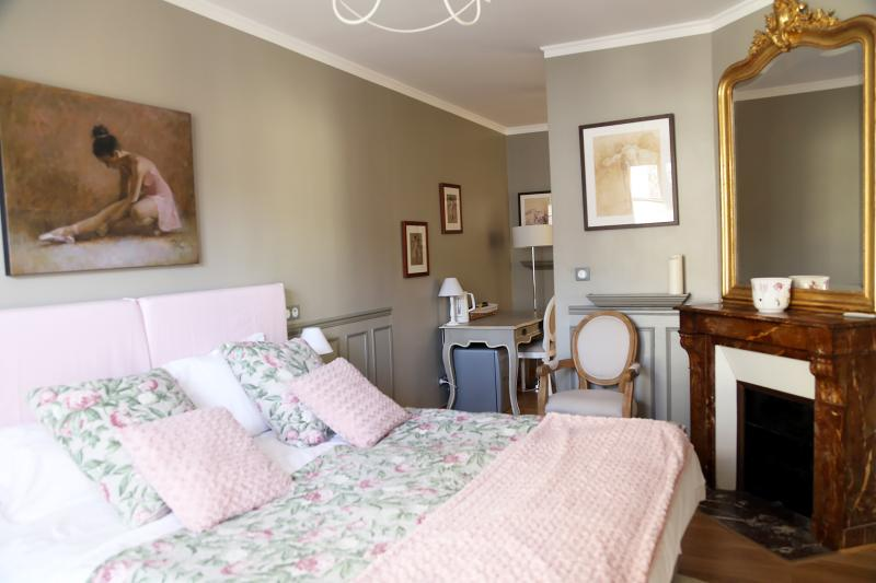 LES SUITES DE VANVES -suite CLASSIC, holiday rental in Vanves