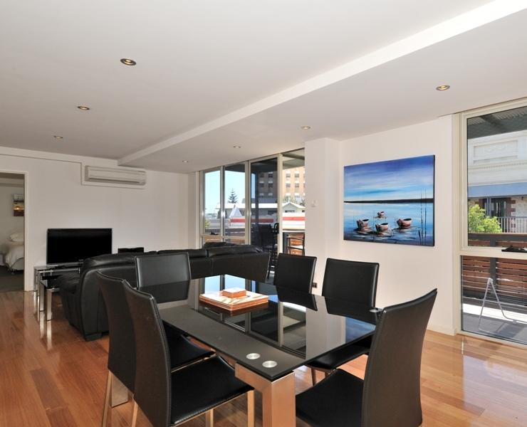 Central South Terrace Apartment, holiday rental in Fremantle
