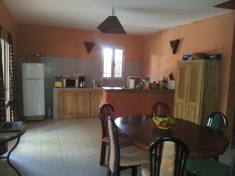 VILLA SALY NIAKH-NIAKHAL HORS RESIDENCE PROCHE DE LA MER A 5 MINUTES A PIEDS, vacation rental in Thies Region