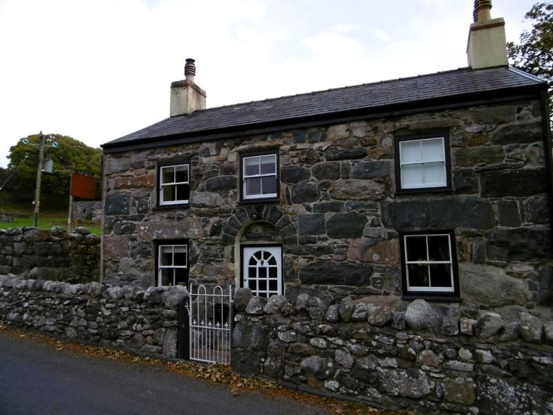 Ship Cottage, holiday rental in Cwm-y-Glo