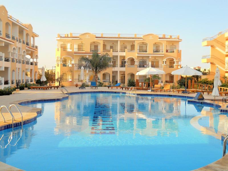 BEAUTIFUL APARTMENT AT EGYPTIAN EXPERIENCE .NABQ., vacation rental in Sharm El Sheikh