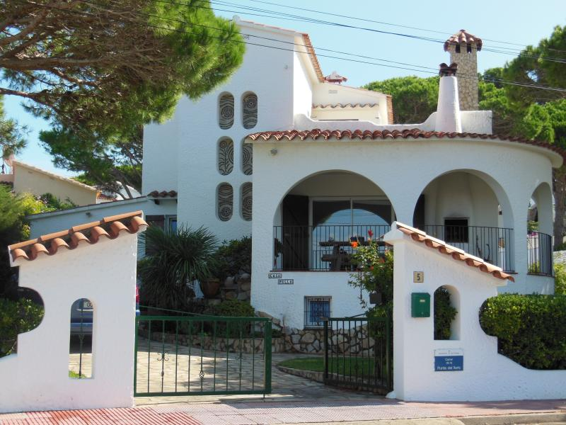 Villa with private pool & garden. Sea Views, vacation rental in L'Escala