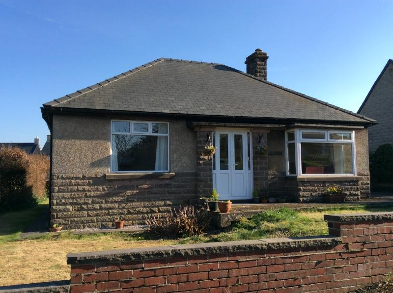 Hillsway. Easily accessible Bungalow with ample off road parking, holiday rental in Peak District National Park