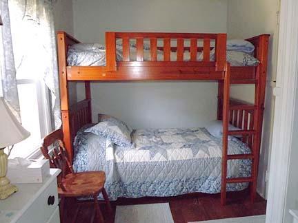 1er étage chambre avec lits superposés
