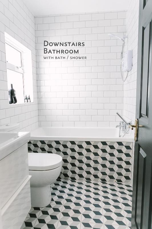 Downstairs Bathroom with bath/shower