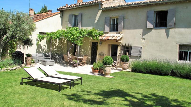 Chambre d'hôtes et B and B avec piscine chauffée, holiday rental in Loriol-du-Comtat