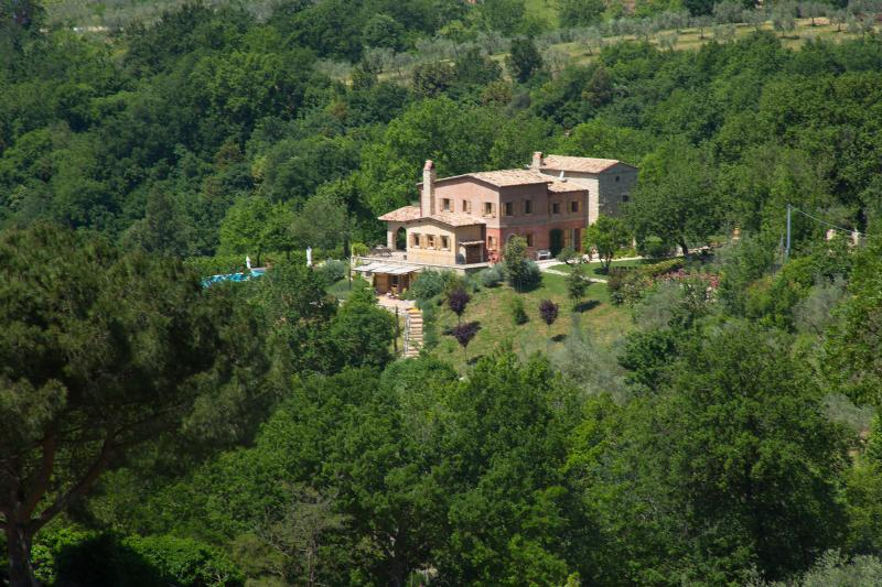 Modern yet traditional holiday villa in Roccantica on 3 acres, near Rome, Lazio, vacation rental in Casperia