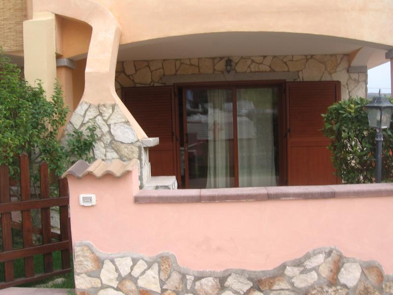 VILLINO QUADRIFAMILIARE, location de vacances à Santa Maria Coghinas